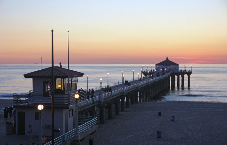 Manhattan Beach Pier - touch the support and head back...